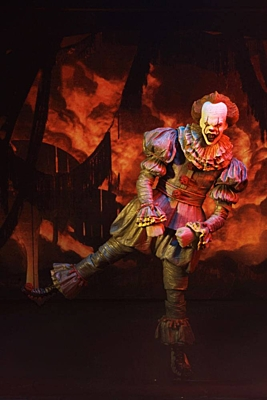It (To) - Pennywise 2017 (Dancing Clown) Ultimate Action Figure 18 cm (45470)